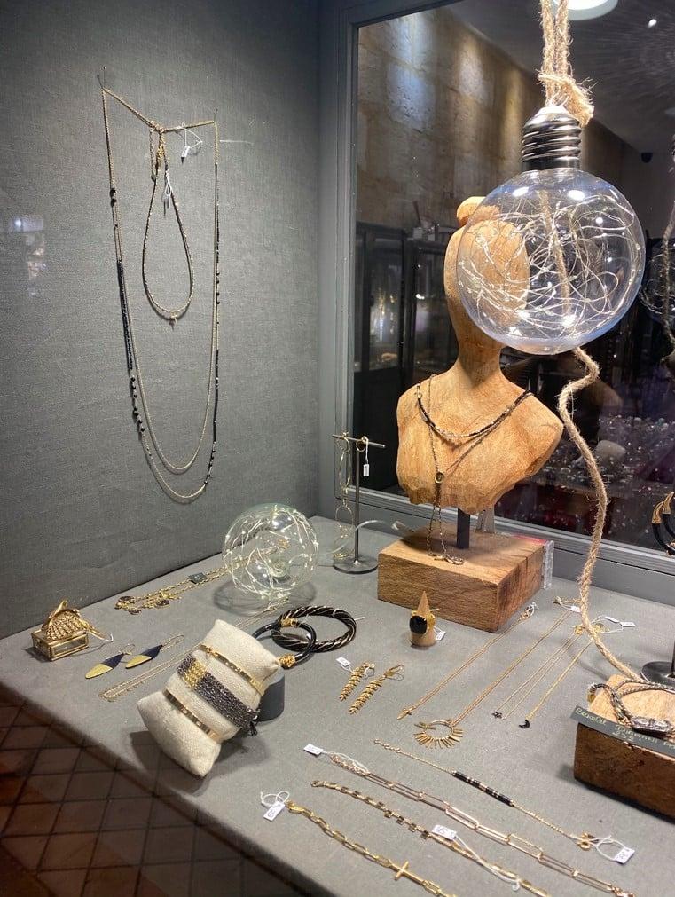 Vitrine gh bijoux bordeaux