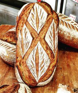 pain, burger maison, pain au chocolat de la boulangerie Louis Lamour